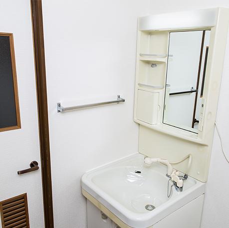 壁と床の洗面所リフォーム